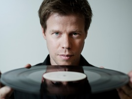 Ferry Corsten (click to view)