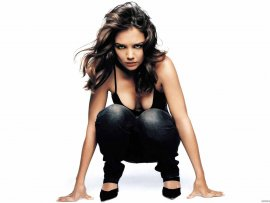 Katie Holmes (click to view)