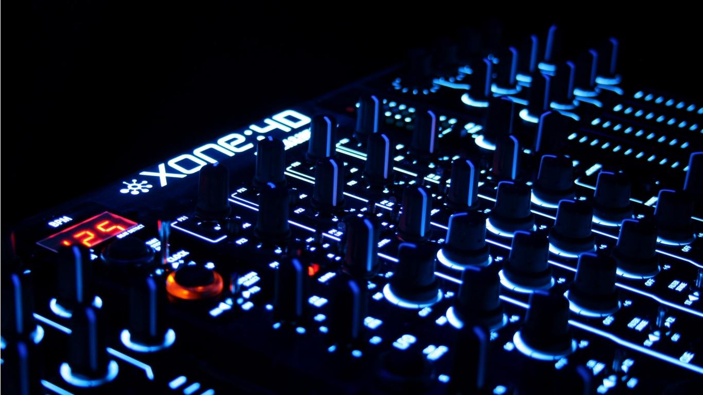 ... Allen & Heath xone 4d UNIV DJ USB CONTROLLER/MIXER at work wallpaper