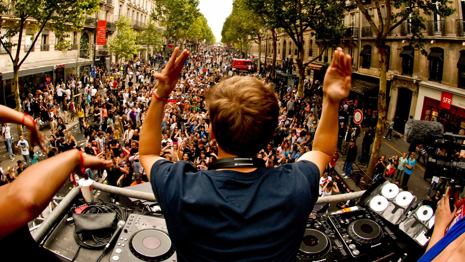 Avicii -Street Performance HD and Wide Wallpapers