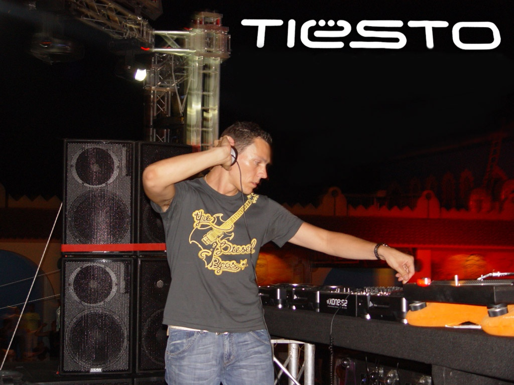 1024x768 Dj Tiesto Live performance hd and wide music wallpapers